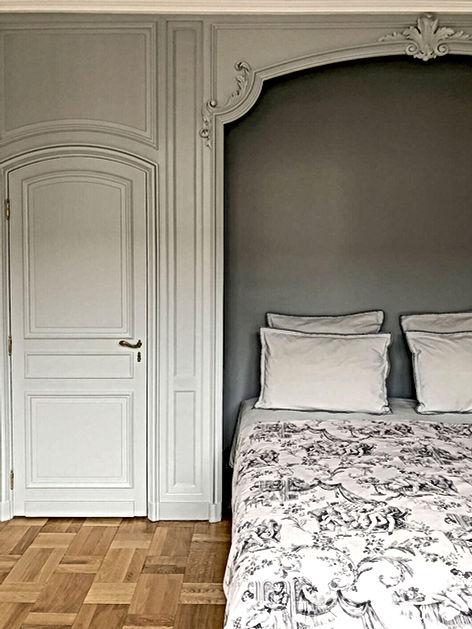chambre, alcove, boiseries, toile de jouy, gris, farrow and ball, parquet