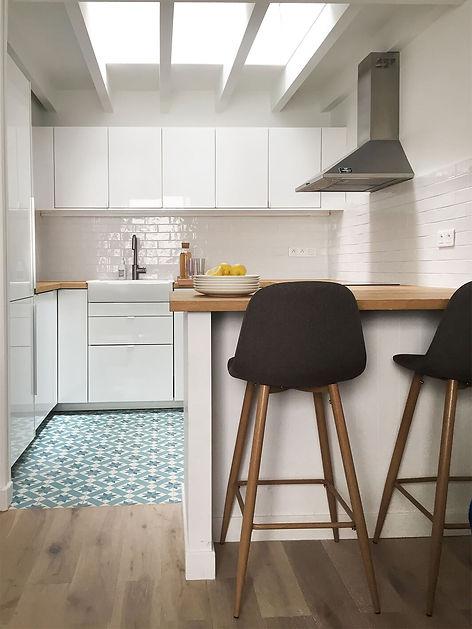Cuisine blanche carreaux de ciment Florence Ancillon architecte interieur paris
