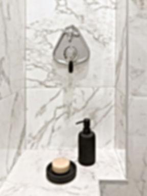 douche, robinetterie, porte savon, savon, marbre