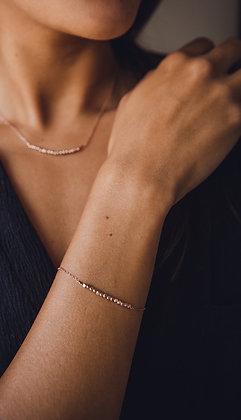 Bracelet ROSE SAND porté par Morgane
