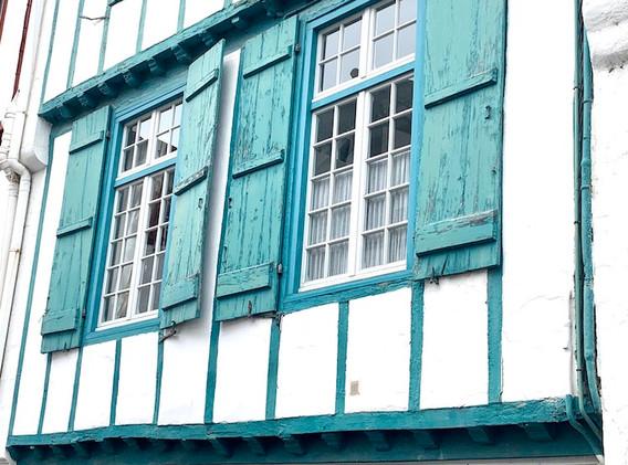 facade-turquoise-basque.jpg