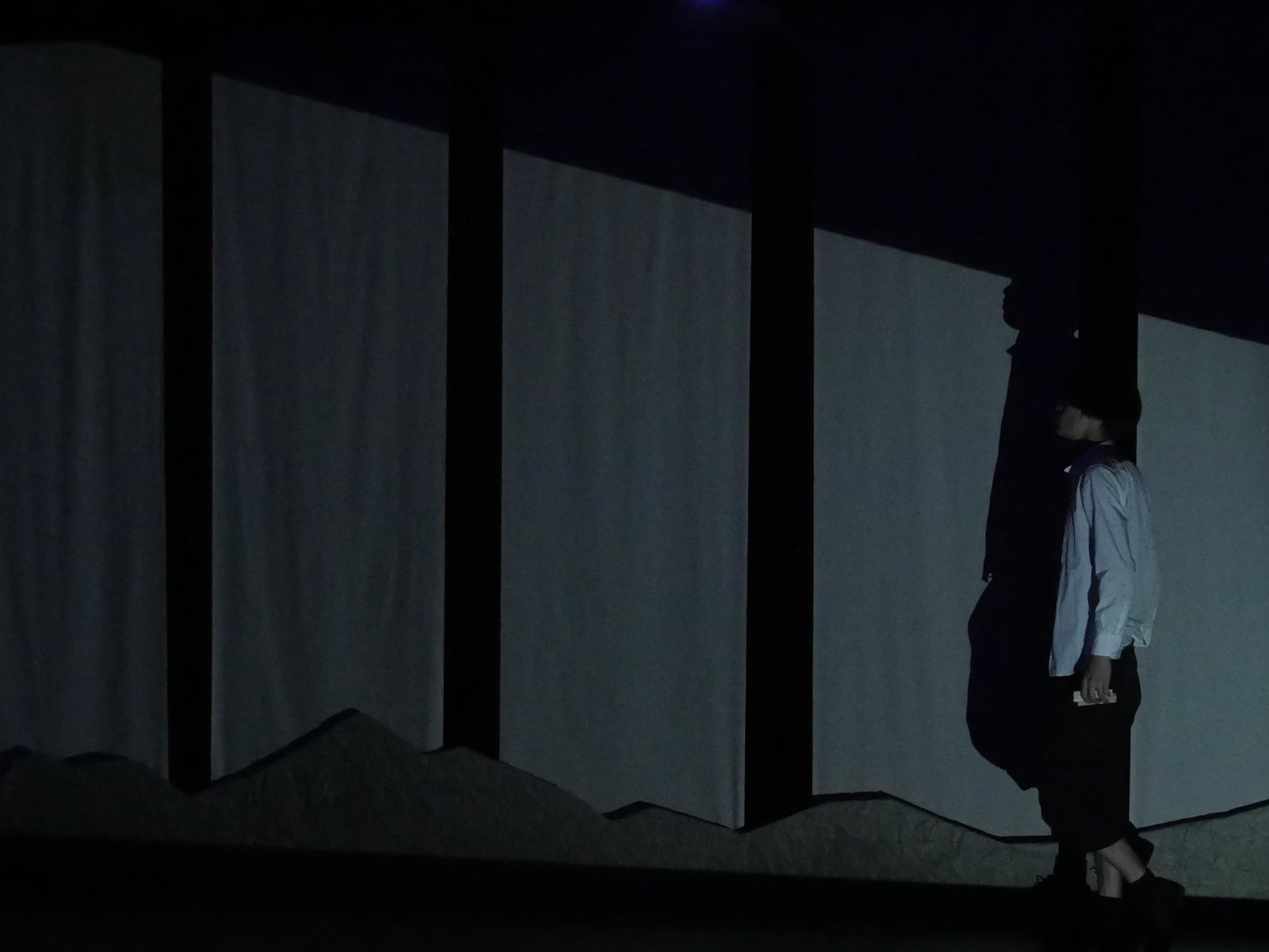 """""""狐憑""""舞台写真"""