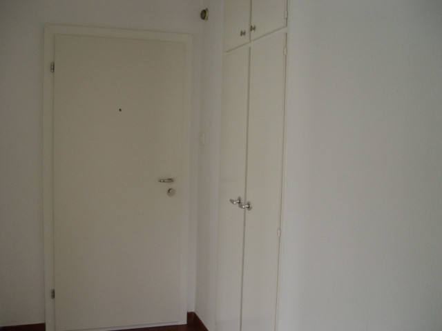 h)Korridor mit Einbauschrank.JPG