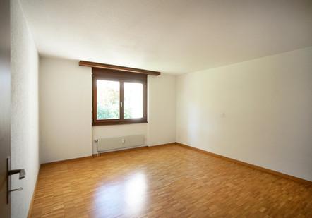 j) Schlafzimmer.jpg