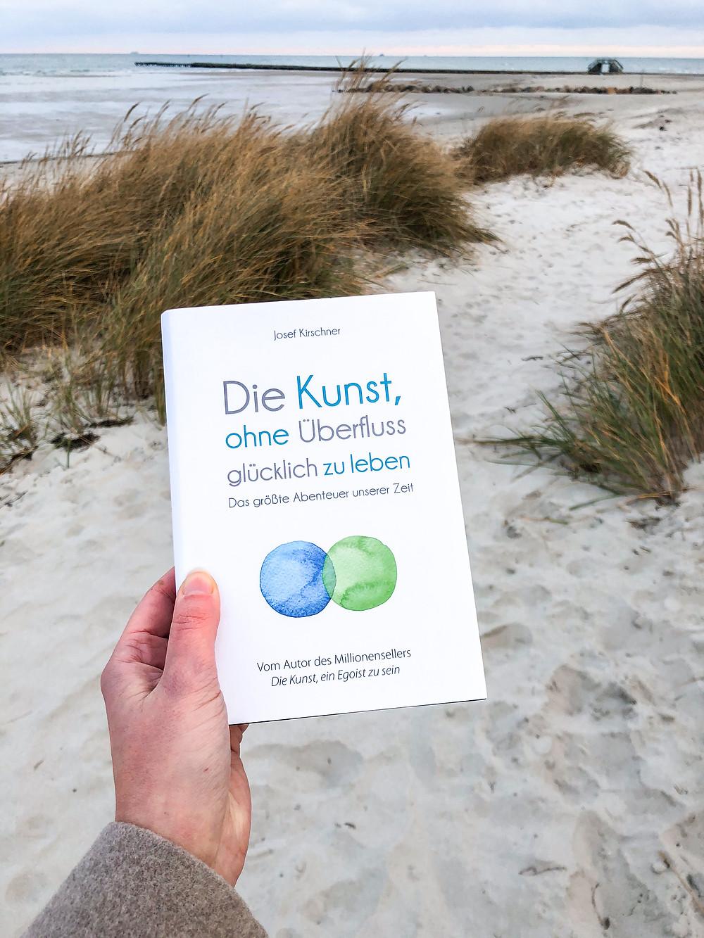 Rezension Die Kunst, ohne Überfluss glücklich zu sein von Josef Kirschner