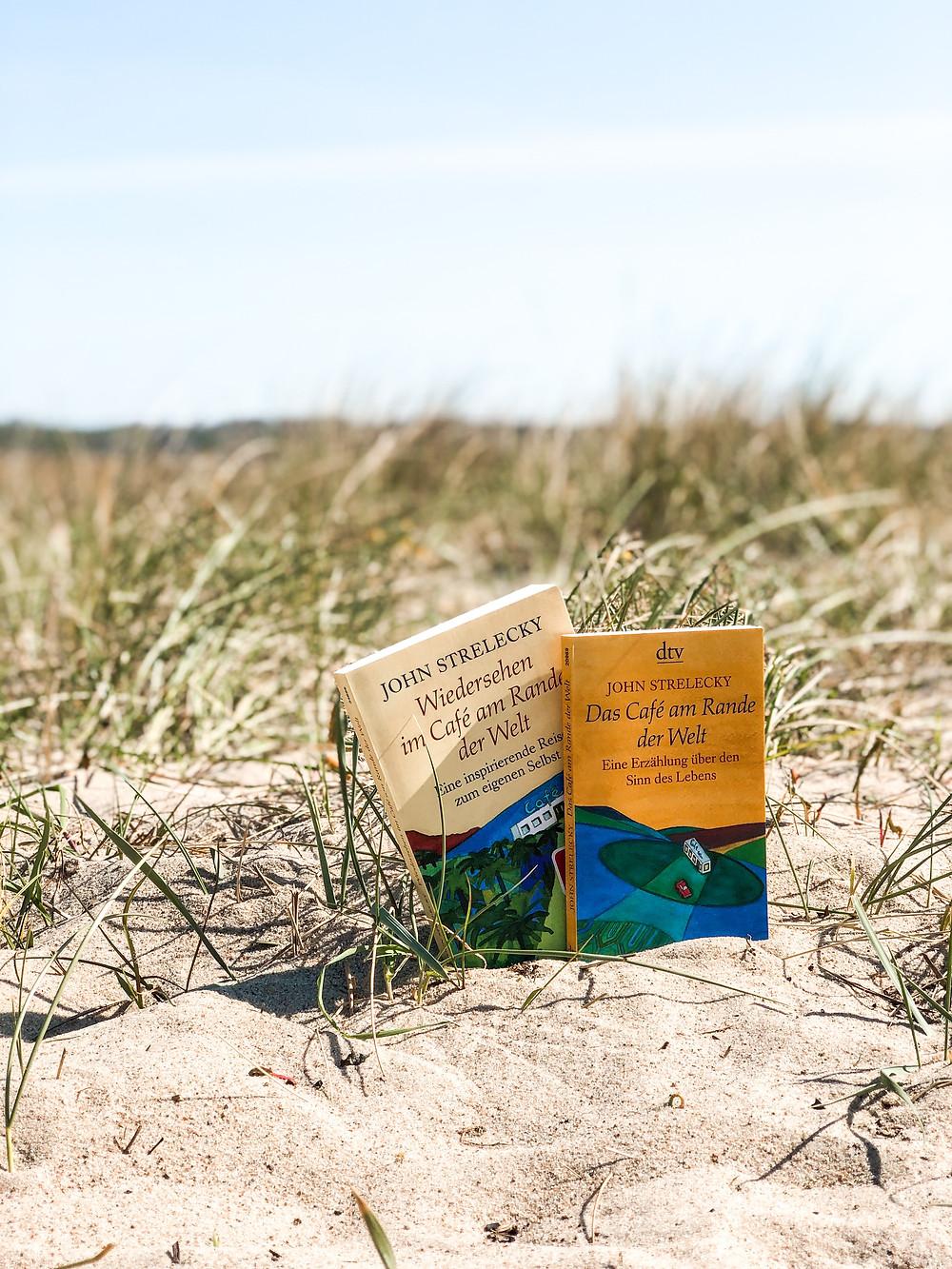 Die Rezension des Buches Das Cafe am Rande der Welt von John Strelecky geschrieben von Bookbeaches.