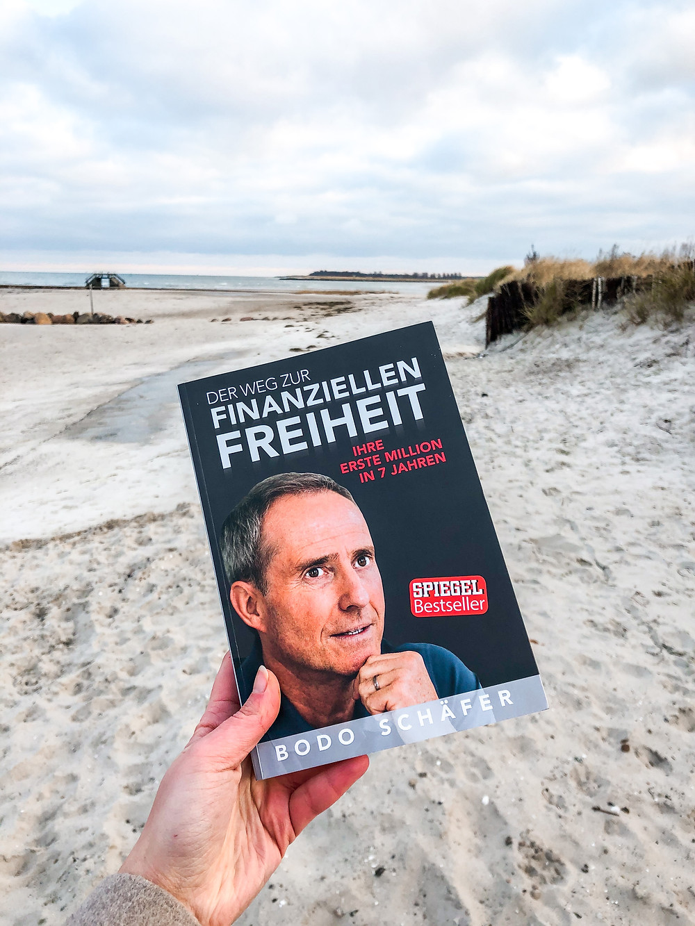 Der Weg zur finanziellen Freiheit ist ein deutscher Klassiker der Geldanlage und des Sparens. Bodo Schäfer ist einer der bekanntesten Speaker Deutschlands.