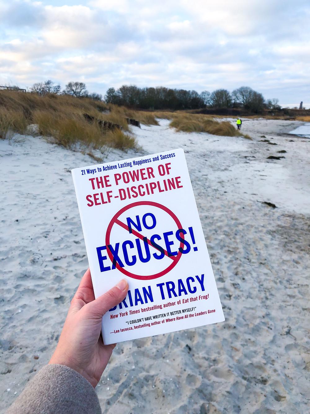 In No Excuses zeigt Bestseller-Autor Brian Tracy welche Macht die Selbstdisziplin einem bietet und wie man es schaffen kann, all seine Ziele zu erreichen.