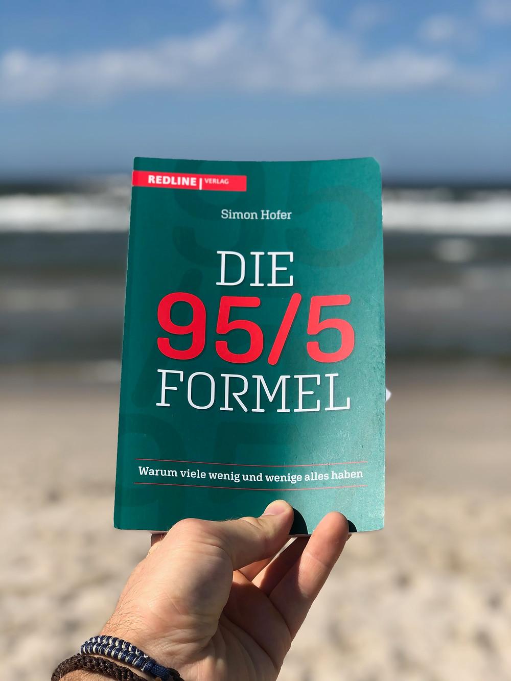Die Rezension des Buchs Die 95/5 Formel von Simon Hofer geschrieben von Bookbeaches.
