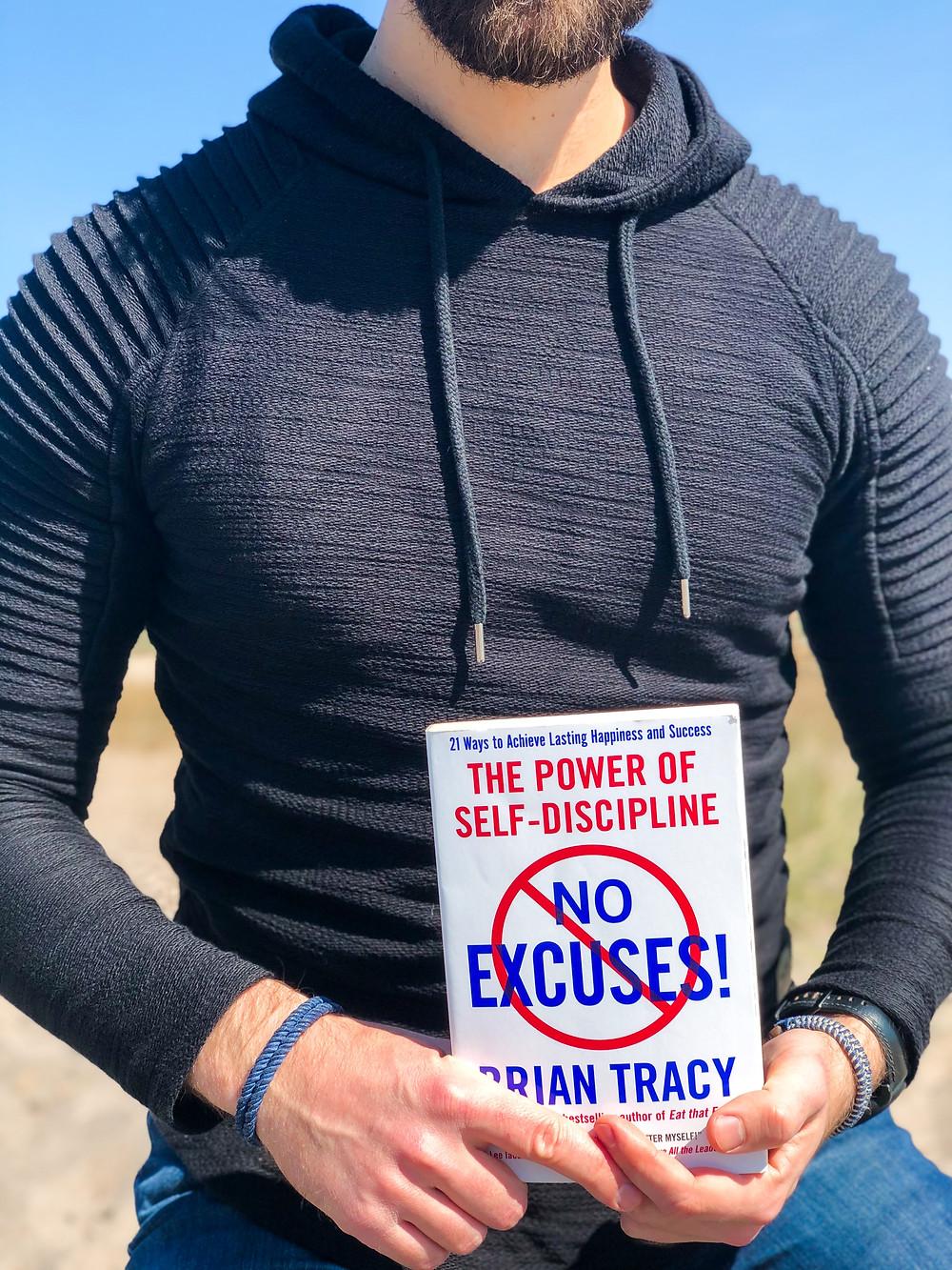 Die Rezension des Buches No Excuses von Brian Tracy geschrieben von Bookbeaches.