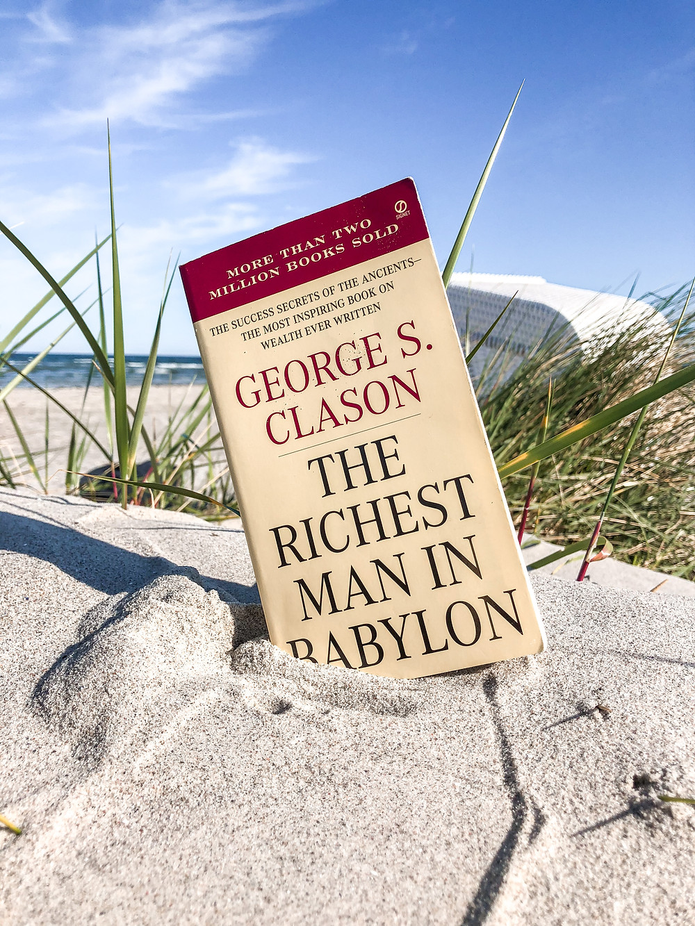 Der reichste Mann von Babylon stellt die absolute Grundlage für alle Bücher des Themas Money-Mindsets und Geldanlage dar. Autoren wie Bodo Schäfer und Robert Kiyosaki haben sich davon inspirieren lassen.