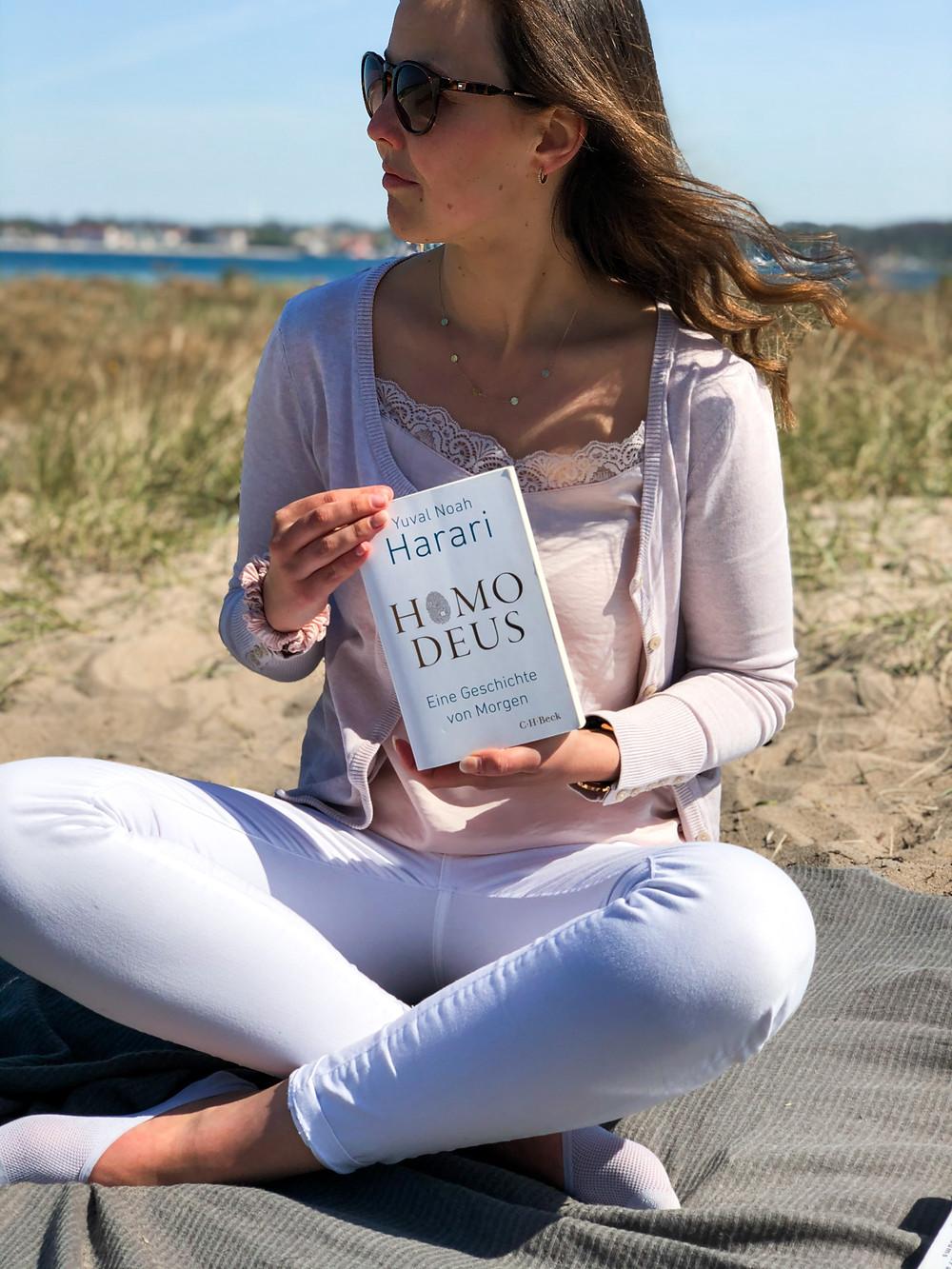 Die Rezension des Buches Homo Deus von Yuval Harari geschrieben von Bookbeaches.