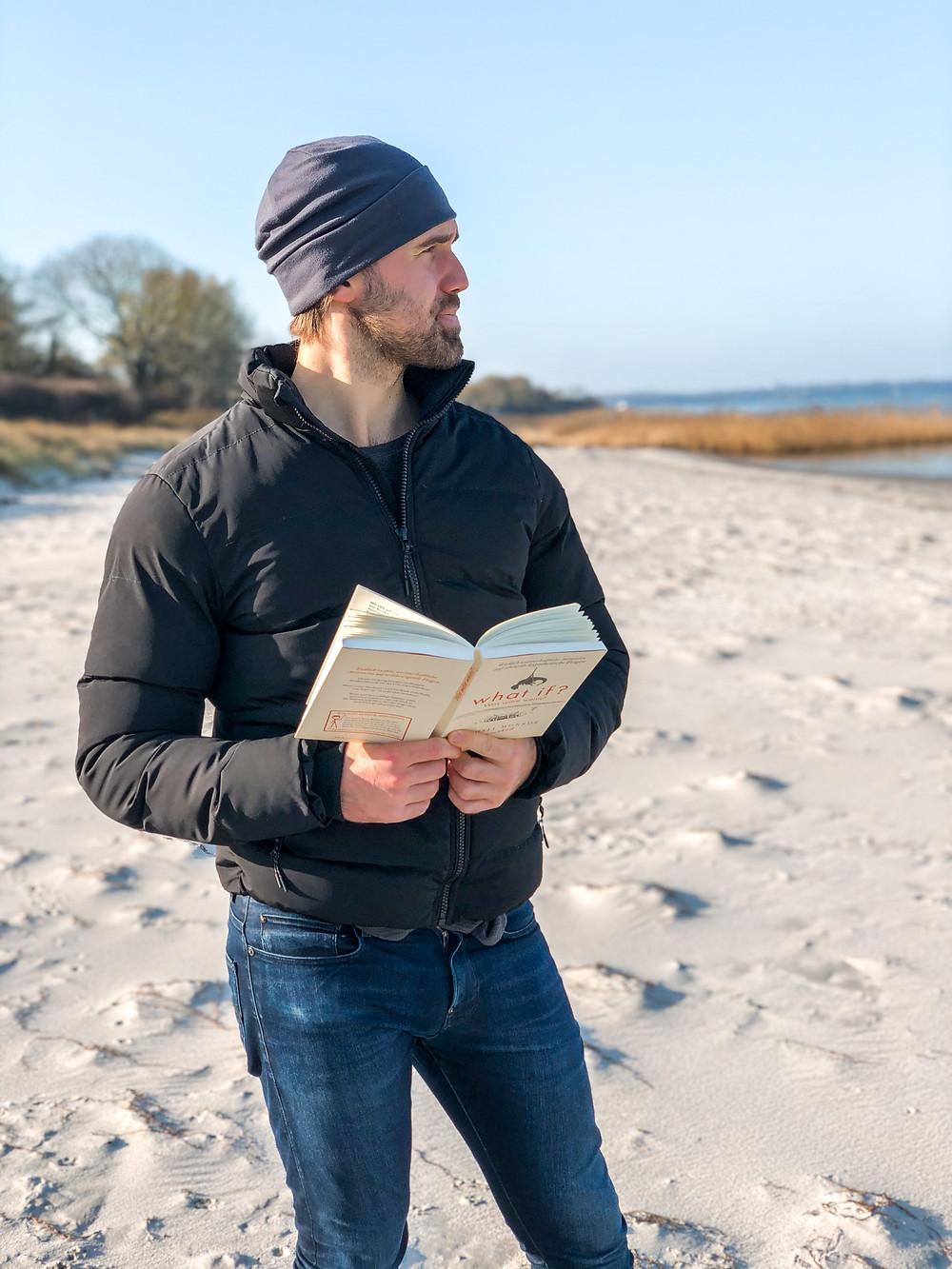Die Rezension des Buchs What If von Rendall Munroe geschrieben von Bookbeaches.