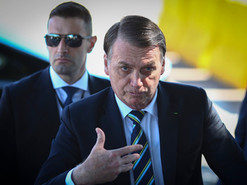 Bolsonaro diz que brasileiro tem que acordar para a realidade