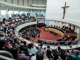Presidente da assembleia legislativa de Santa Catarina dá ciência da TV Elo a todos os deputados