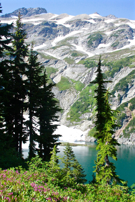 3 Rad Lake Hikes in the Pacific Northwest