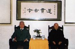 劉懋忠老前人( 右) 及吳水鍊老前人( 左) 合影