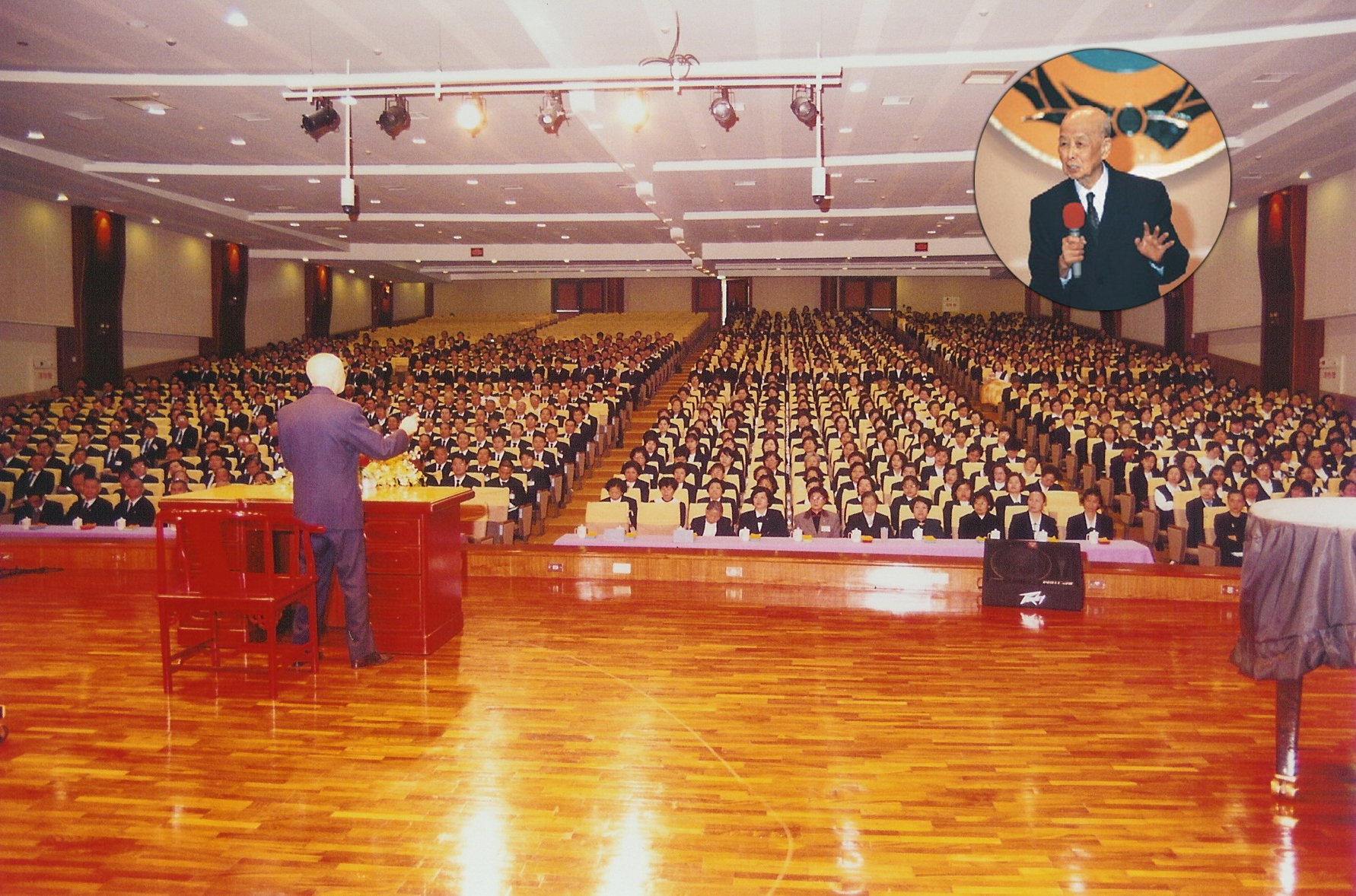 張老前人主持基礎忠恕學院初中高級部聯合結業典禮