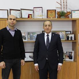 Anadolu Universiteti Azərbaycan Proqramları Koordinatoru Azər Hətəmov tələbə Mehmet Uzunerlə görüşdü