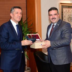 Milli Eğitim Bakanı Ziya Selçuk, Rektör Çomaklı'yı ziyaret etti