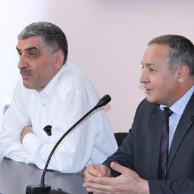 Halis Koyuncuoğlu Anadolu Universiteti Azərbaycan Proqramlarında olmuşdur