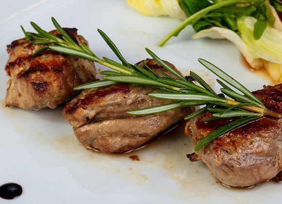 Gegrillte Lamm-Medaillons in Rotweinsauce mit mediterranem Gemüse