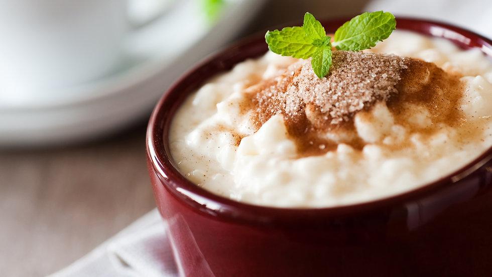 Milchreis mit Karamellsauce und Walnusskrokant (Dessert)