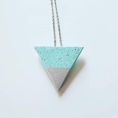 Háromszög nyaklánc ezüst csúccsal