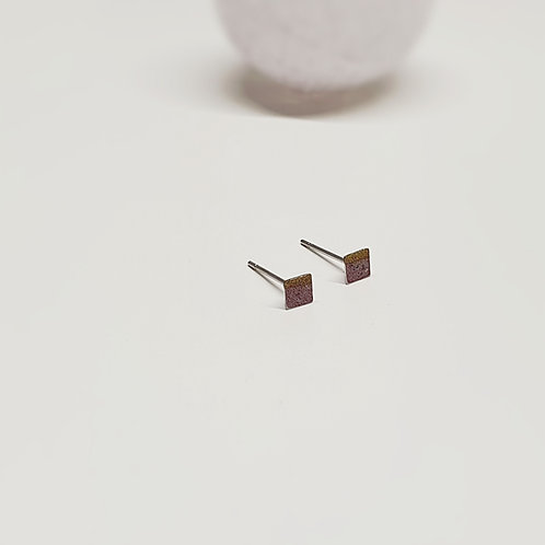 Pici négyzet füli