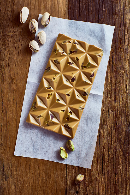 Caramelized white chocolate and pistachio bar