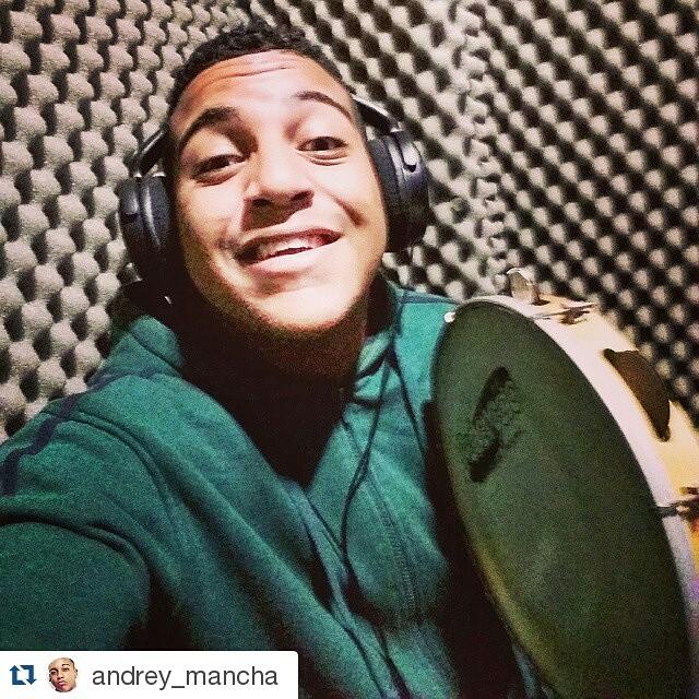 Instagram - #Repost @andrey_mancha ・・・ Rec ⏪◀🔴▶⏩ #Gravacao #Rec #Estudio #Samba