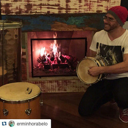 Instagram - #Repost @erminhorabelo ・・・ Curtindo uma lareira e tocando um pouco.j