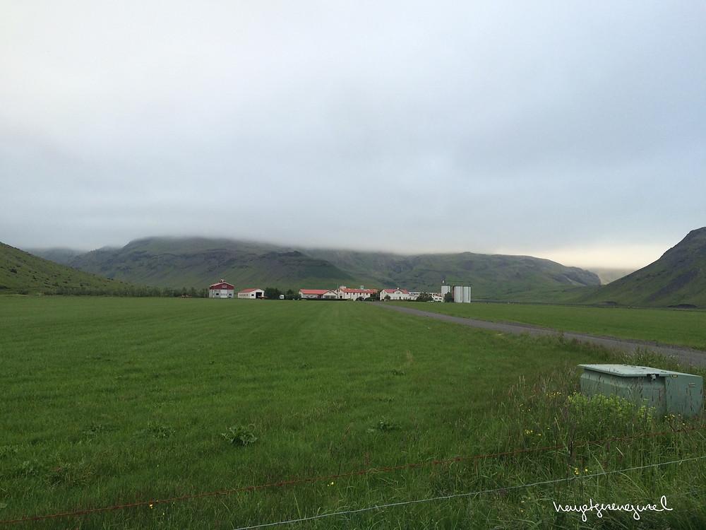 Eyjafjallajökull'ün eteklerinde bir yerleşim merkezi