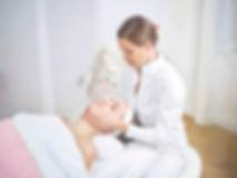 Gesichtsbehandling_CF017473_low.jpg