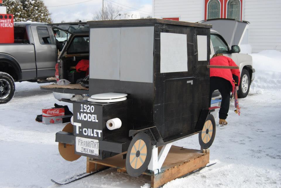 1920 Model T-oilet