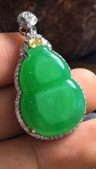 Elegant High Quality Green Jadeite Gourd Pendant (S50003)