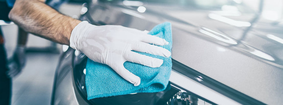 Car-being-hand-dried-and-wiped-down_b.jp