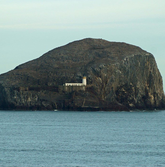 bass_rock_castle4.jpg