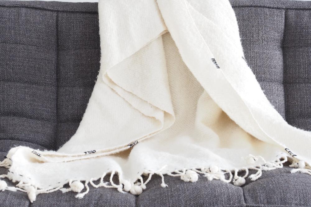 Couverture-laine-blanche-slow-deco.jpg