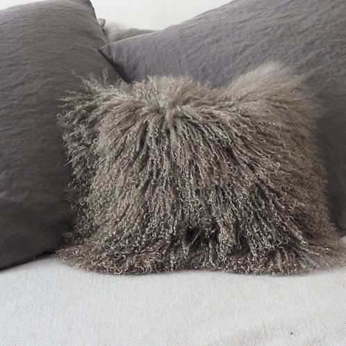 coussin-agneau-du-tibet-naturel-carré-gris