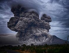 volcano-2604799_1920.jpg