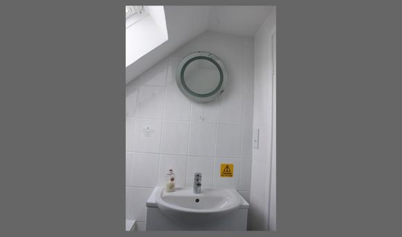 Iseult bathroom.jpg