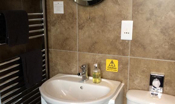 Room_2_bathroom