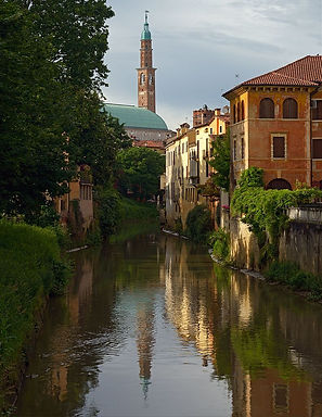 Retrone_and_clock_tower_of_Basilica_Pall