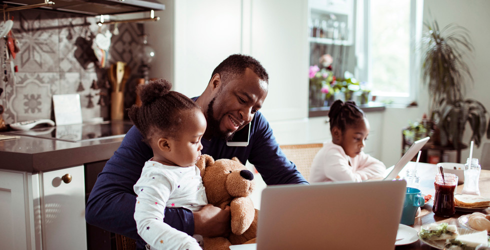 young-family-using-a-laptop-during-break