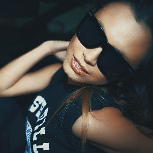 #screenshot #sunglassesatnight #bodybangers #victoriakern #danywild #miami #delorean #dmc12 #fashion