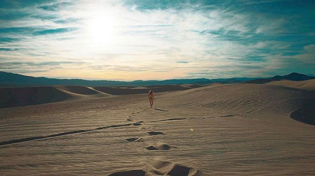 #shooting #desert #model #fashion #screenshot #funinthesun #desertgirl #behindthescenes #nerdsolutio
