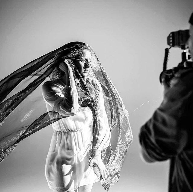 #shooting #studio #Studiosession #danyatwork  #artclip #moody #whitescreen #white #blackandwhite #er