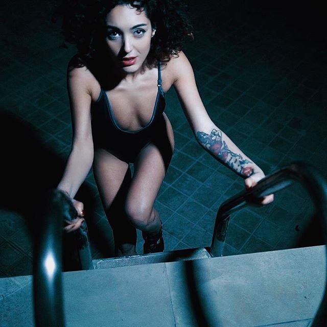 #shooting #model #fashion #modeling #dayatthepool #modelmood #body #underwear #sarajoleen #catwalk #