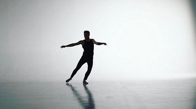 #studiosession #studio #music #raw #screenshot #danceart #nopost #white #blackandwhite #whitescreen